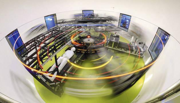 Todos los días los voluntarios visitan la gran centrifugadora humana, una sala circular donde viajan en círculo durante 30 minutos.