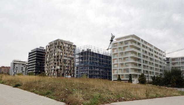 En esta parcela, alineada a la izquierda con la avenida Juan Pablo II y abajo con la avenida Cataluña, se construirá el centro de salud.