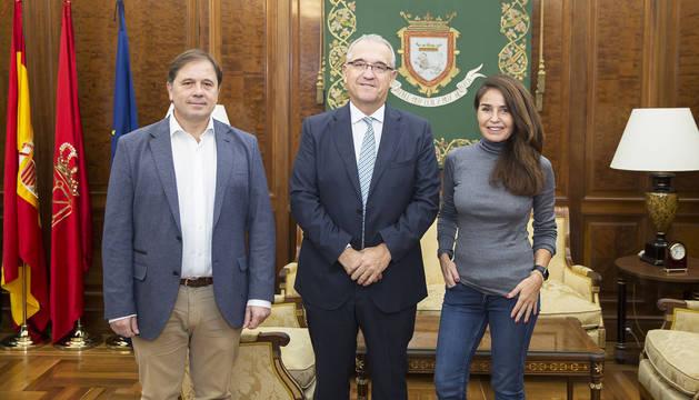 De izda. a cha., Fernando Sesma, Enrique Maya y Blanca Marsillach.