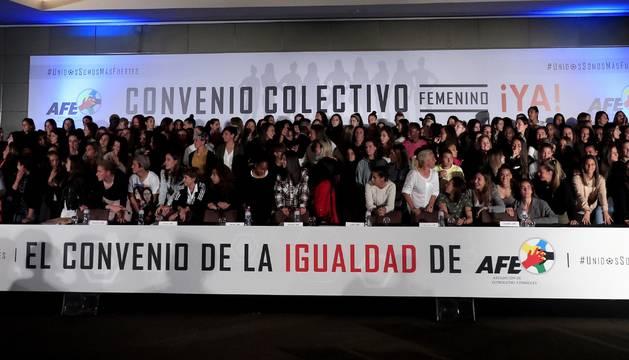 Un momento de la asamblea informativa de la Asociación de Futbolistas Españoles (AFE), con jugadoras de los dieciséis clubes de Primera División, este martes en Madrid.