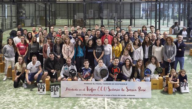 Foto de grupo de los campeones del torneo.