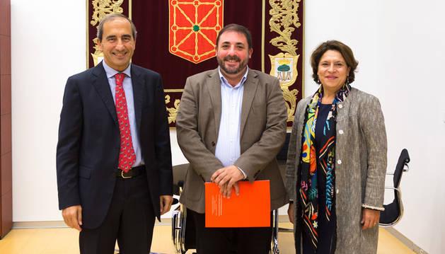 El presidente del Parlamento recibe al rector de la Universidad de Navarra