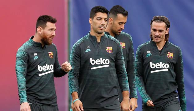 foto de El tridente del Barcelona, Messi, Suárez y Griezman, en un entrenamiento previo al partido de Champions