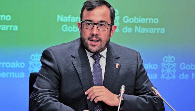 Foto del vicepresidente y portavoz del Gobierno, Javier Remírez, ayer en la rueda de prensa.