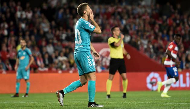 Darko Brasanac se lamenta en el partido ante el Granada.