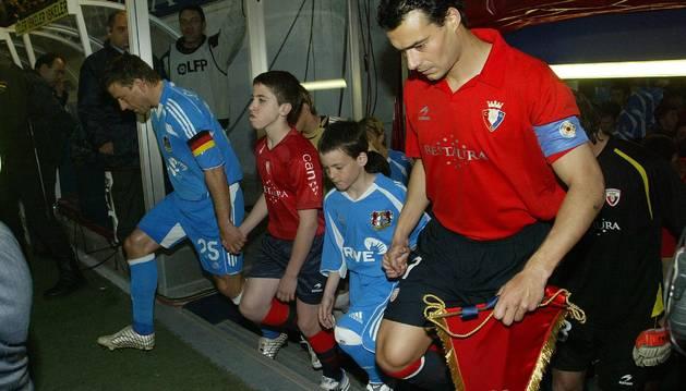 César Cruchaga, en el partido de la Copa de la UEFA contra el Bayer Leverkusen disputado en El Sadar en 2007.