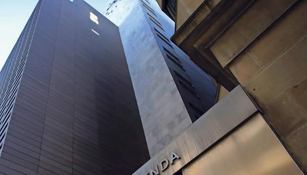 Sede de la Hacienda Foral, en la calle Cortes de Navarra, en Pamplona.