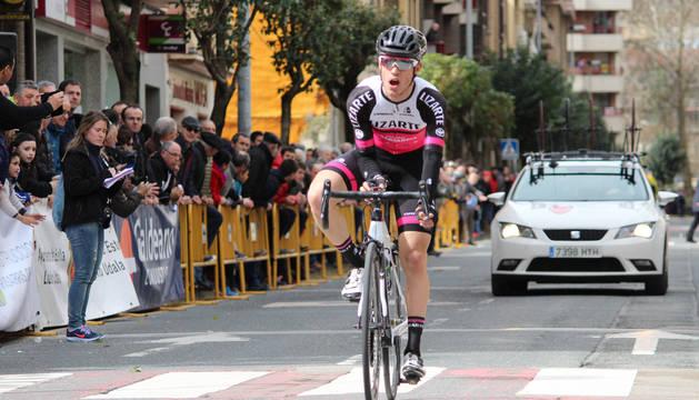 Sergio Araiz, en la meta de Estella en marzo de 2018 en el Memorial Zirilo Zunzarren, donde se proclamó campeón navarro.