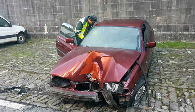 Vehículo accidentado en Roncal.