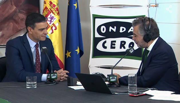 Pedro Sánchez, durante su entrevista con Carlos Alsina.