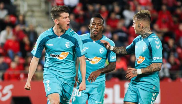 foto de Cardona celebra su gol ante el Mallorca con Brandon y Estupiñán