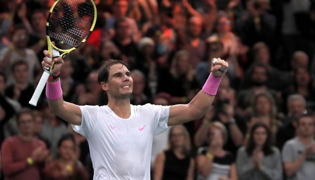 Nadal mantiene el pulso con Djokovic, gana a Tsonga y ya está en semifinales en París