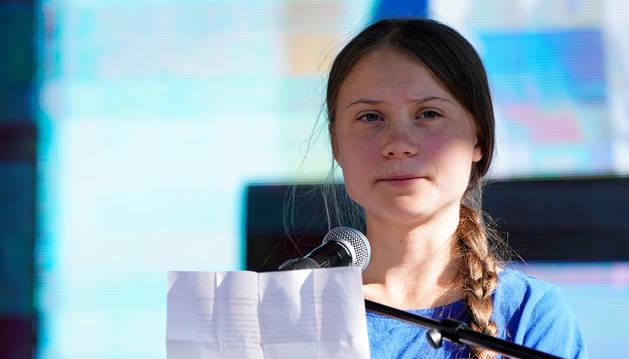 foto de La joven activista contra el cambio climático Greta Thunberg durante una protesta