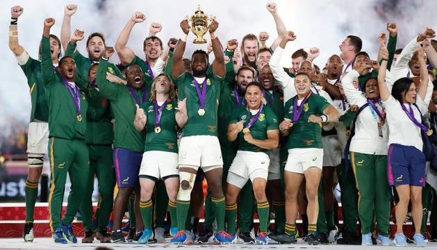 foto de Los jugadores de Sudáfrica celebran su tercer título como campeones del mundo de rugby