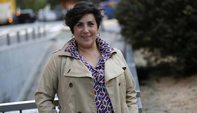 María Solana posa en la plaza del Vínculo, junto a la sede de Geroa Bai.