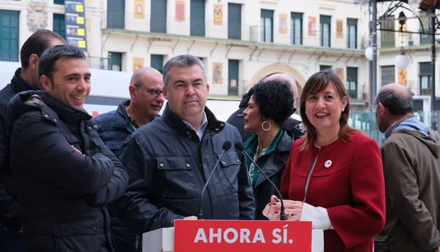 foto de El candidato del PSN al CongresoSantosCerdán, en un acto electoral en Tudela