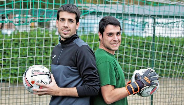 Foto de Javier Gallego (izquierda) y Jon Gallego (derecha) son dos hermanos que el pasado viernes se enfrentaron por primera vez en Oberena.