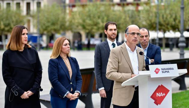 Alberto Catalán, durante el acto de Navarra Suma este lunes en la plaza del Castillo de Pamplona.
