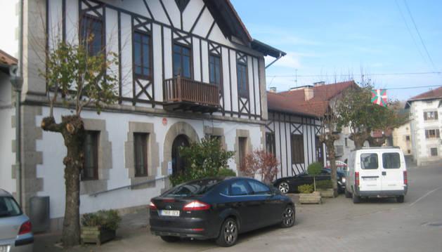 Foto detalle del edificio que acoge el Ayuntamiento de Lekunberri.
