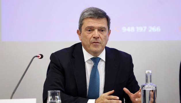 El juez de la Sala de lo Social del TSJ de Navarra, Miguel Azagra, en las jornadas de graduados sociales.