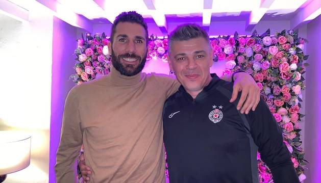 Carlos Cuéllar y Savo Milosevic, este jueves en Manchester.