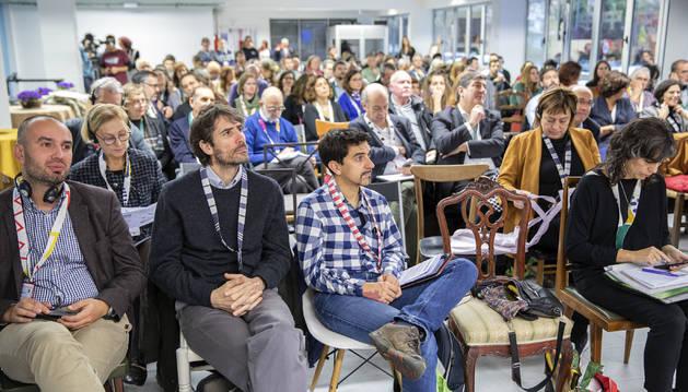 Asistentes a la Conferencia, en el centro de Traperos de Emaús, en Berriozar.