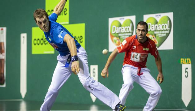 Foto de Laso golpea a una pelota durante un partido anterior en el Labrit.