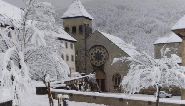 El Gobierno de Navarra pide precaución en la carretera por nieve en el Pirineo y lluvias