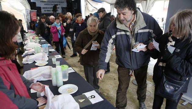 Foto de los visitantes hicieron de jurado en el  II Concurso de Quesos de Pastor del Pirineo y Prepirineo.