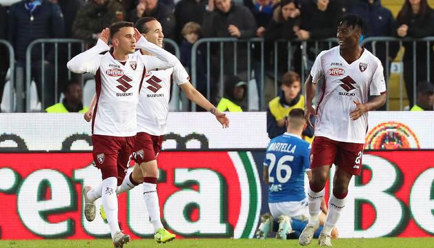 Álex Berenguer celebra uno de los goles ante el Brescia.