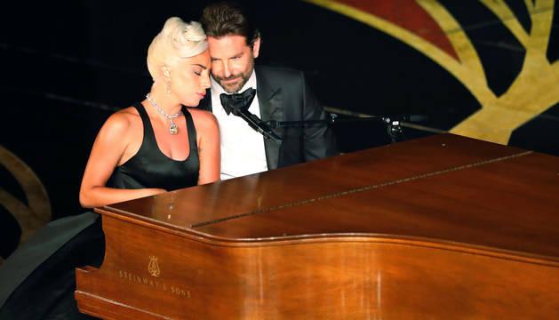 Lady Gaga y Bradley Cooper, durante la última ceremonia de los Oscar.