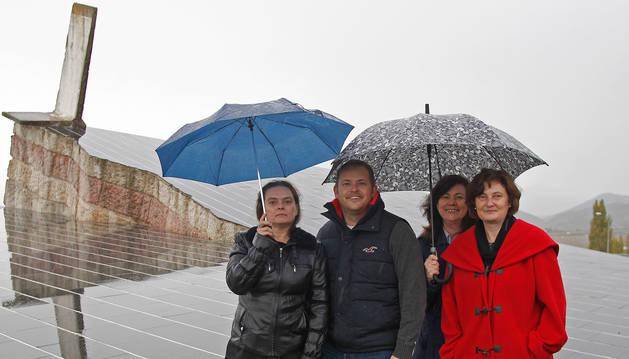 FOTO DE Alemanes en el muro de zuasti: Evelyn Ströhle, Gordon Stoj, Irene Strobl y Bettina Melcher
