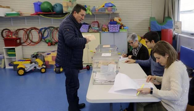 Jornada electoral marcada por el frío, la lluvia y la nieve