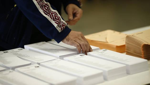 Los navarros votan en unas elecciones que obligará a los partidos a ponerse de acuerdo
