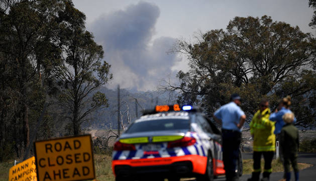 Más de 70 incendios forestales siguen activos y causan muertes en Australia