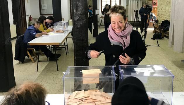 Bel Pozueta ha depositado su voto en Alsasua.