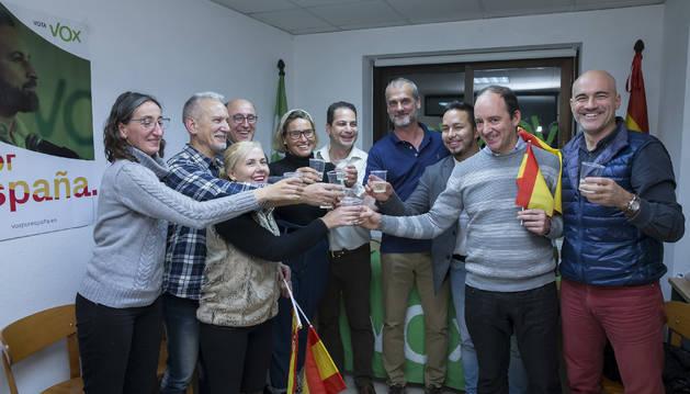 Foto de celebración en la sede de Vox en Pamplona.