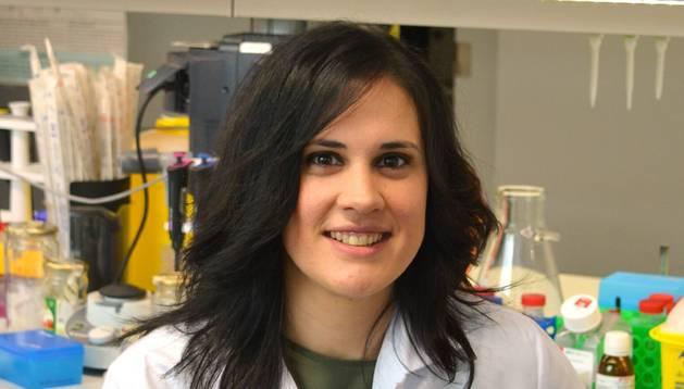 Foto de la investigadora beratarra Matxus Perugorria  en un laboratorio de investigación.