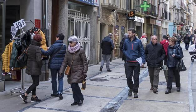La calle Mayor de Estella, una de las de mayor actividad comercial de la ciudad.