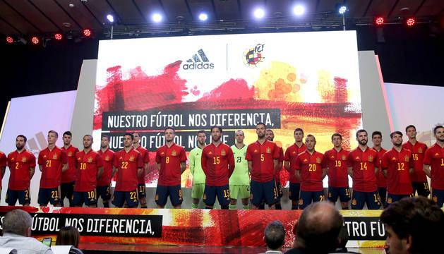 Los internacionales españoles presentan la camiseta de la Eurocopa 2020