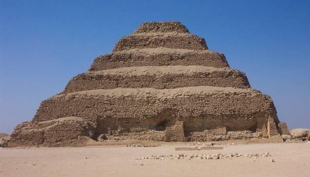 Descubren en Egipto un gran felino momificado