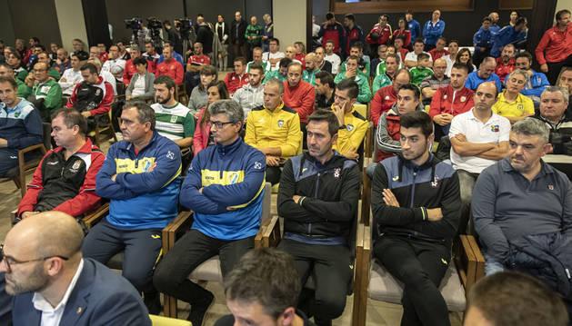 Representantes de los clubes convenidos, en el acto organizado este miércoles por Osasuna.