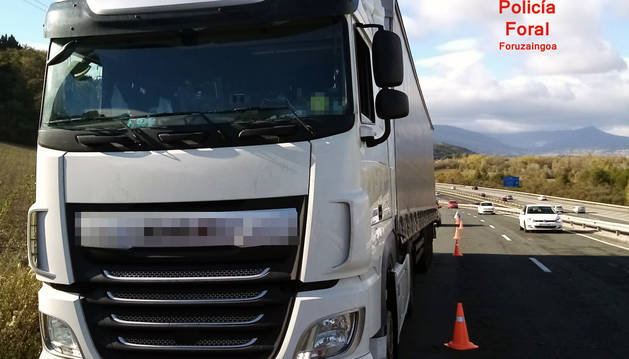 Foto del camión de detenido, inmovilizado.