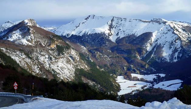 Nieve en cotas bajas, pero no muy copiosa, este jueves y viernes en Navarra