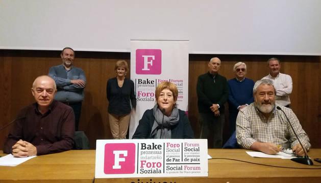 Representantes del Foro Social Permanente, en la rueda de prensa de este jueves.