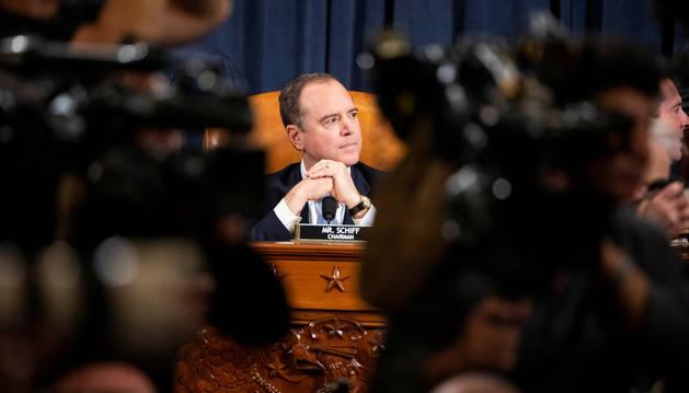 Foto del presidente de la Comisión de Inteligencia de la Cámara de Representantes, Adam Schiff.