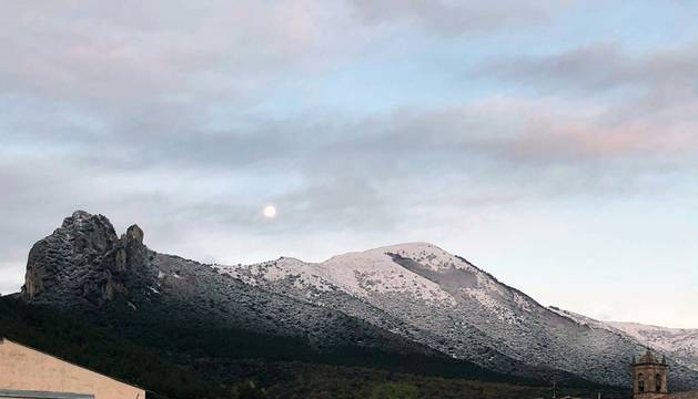 Primeras nieves en El Valle de la Berrueza. Foto tomada desde Otiñano.
