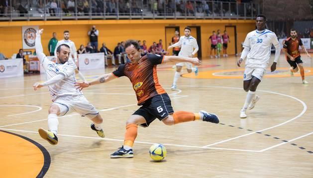 El pivot del Aspil, Paulinho, que abrió el marcador naranja en la pasada jornada.