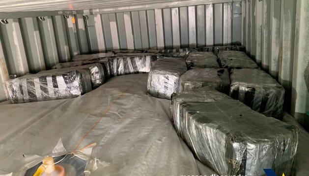 Imagen del contenedor con los paquetes de droga intervenida.