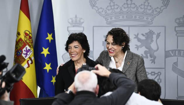 Las ministras Isabel Celaá y Magdalena Valerio, durante la rueda de prensa posterior al Consejo de Ministros.